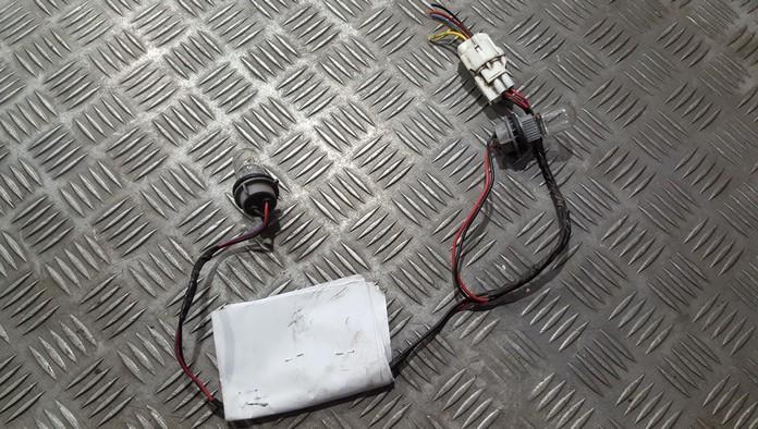 Патрон указателя поворота Mitsubishi Pajero 2003    3.2 n/a
